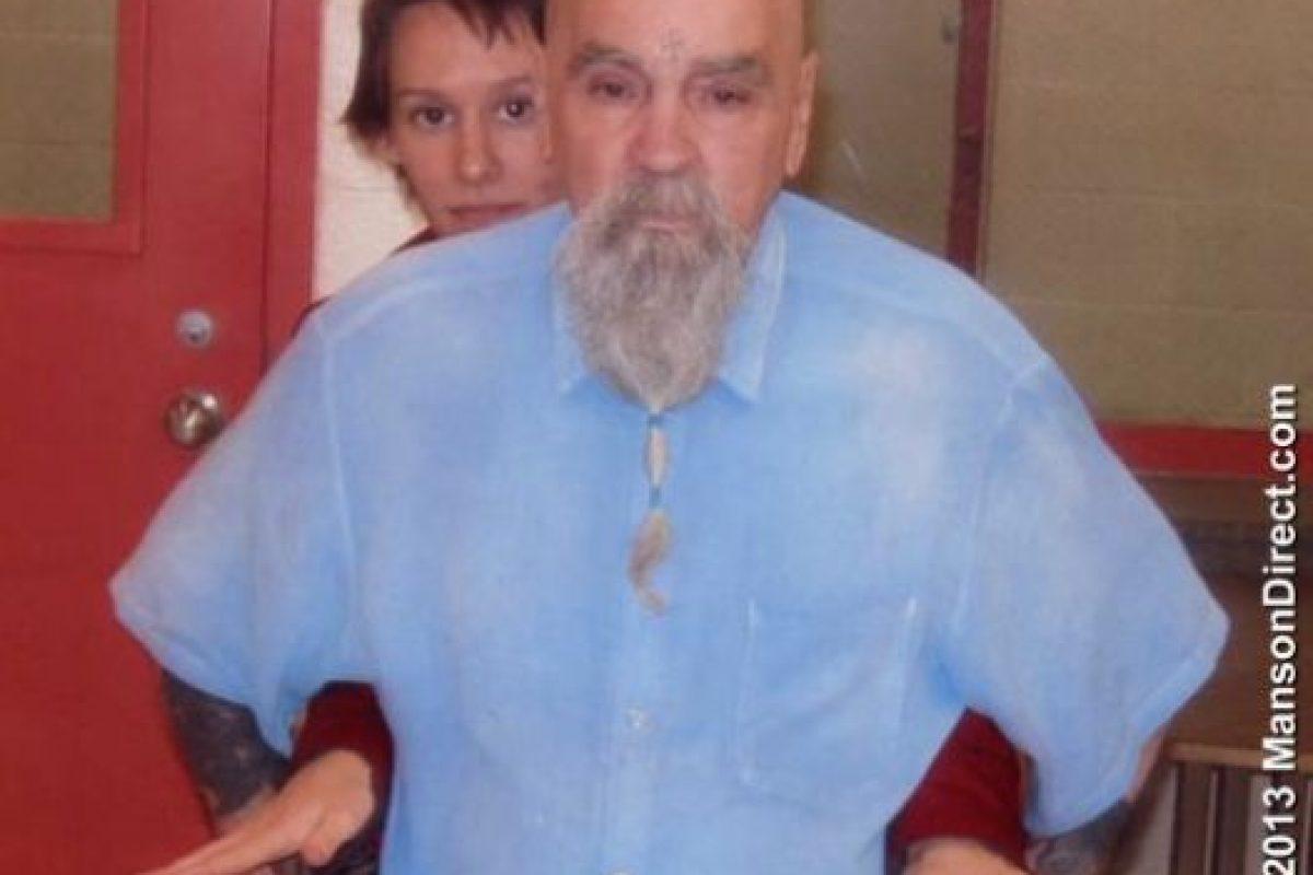 Según el sitio TMZ, Burton y Manson podrán invitar a 10 personas a su boda. Foto:MansonDirect.com. Imagen Por: