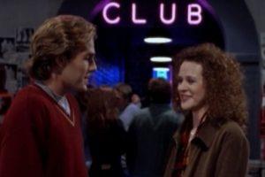 """Melissa McBride interpretó a una joven que se encuentra con James Van Der Beek en un bar, en un episodio de """"Dawson's Creek"""" Foto:WB Television Network. Imagen Por:"""
