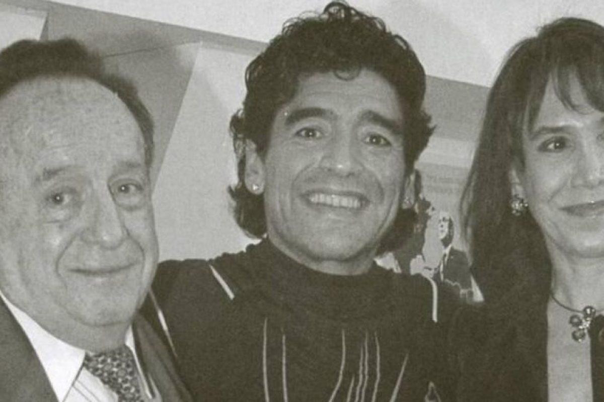 Con Maradona. Foto:Roberto Gómez Bolaños/Facebook. Imagen Por: