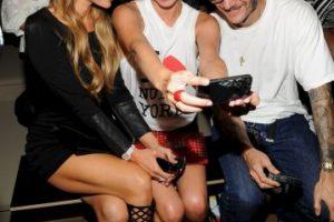 Un selfie con Paris y Nicky Hilton Foto:Getty Images. Imagen Por: