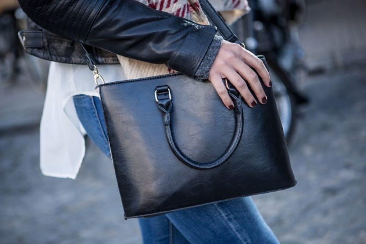 Los bolsos también ayudan a ocultar lo que no quieres que se vea Foto:Getty Images. Imagen Por:
