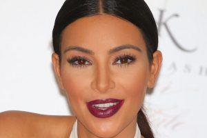 Que comparte junto a su hermana Kourtney Kardashian mientras dejan Los Ángeles para abrir su tercera tienda D-A-S-H en Nueva York Foto:Getty Images. Imagen Por: