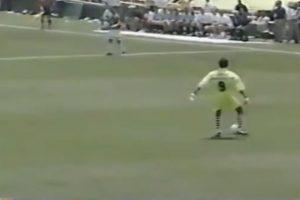 Igual podía hacer atajadas espectaculares, que salir con los pies y burlar rivales Foto:Youtube:. Imagen Por: