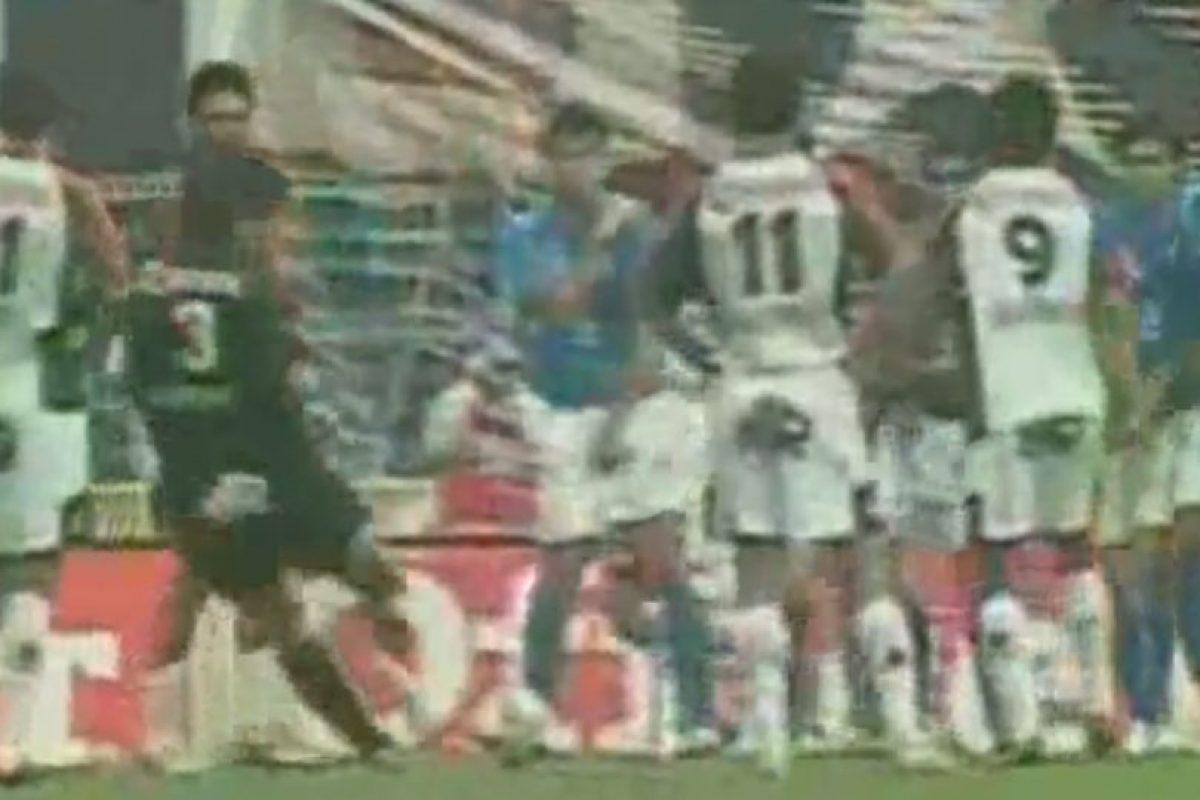 El arquero argentino ha marcado cinco dianas de tiro libre Foto:Youtube:. Imagen Por: