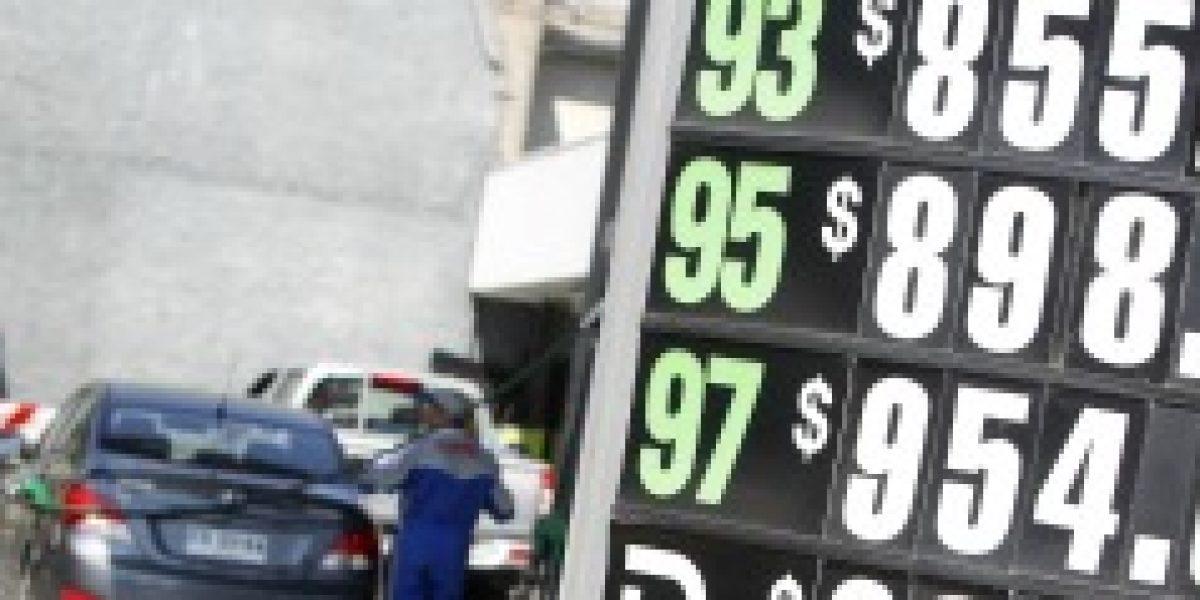 Anuncian fiscalización a bencineras por fuerte baja en precio de combustibles