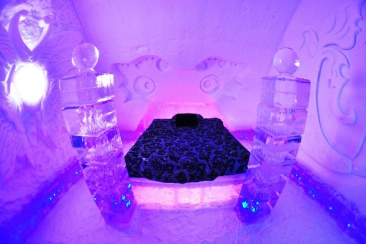 Hotel de Glace, en Canadá. Este iglú está construido con hielo y nieve. Foto:Flavorwire. Imagen Por:
