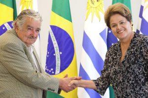 José Mujica con la presidenta de Brasil, Dilma Rousseff. Foto:AP. Imagen Por: