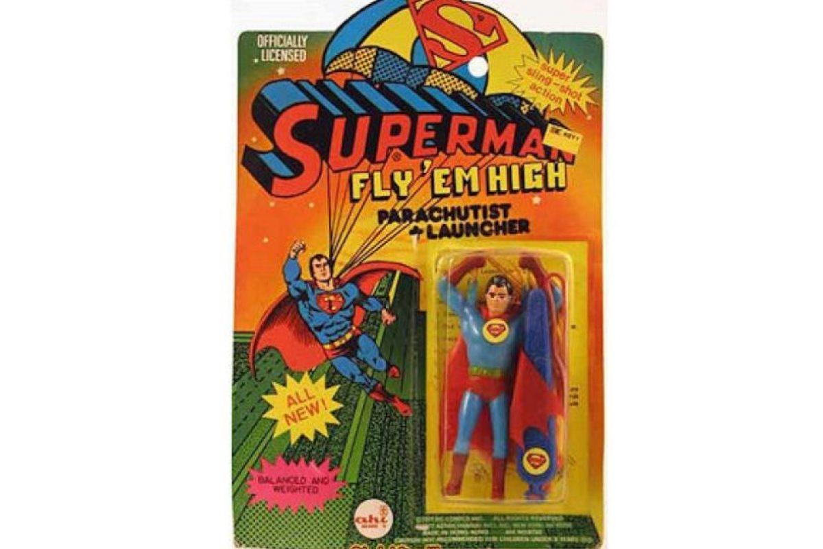 Para qué volar si tienes paracaídas. Foto:Tumblr/Bootleg Toys. Imagen Por: