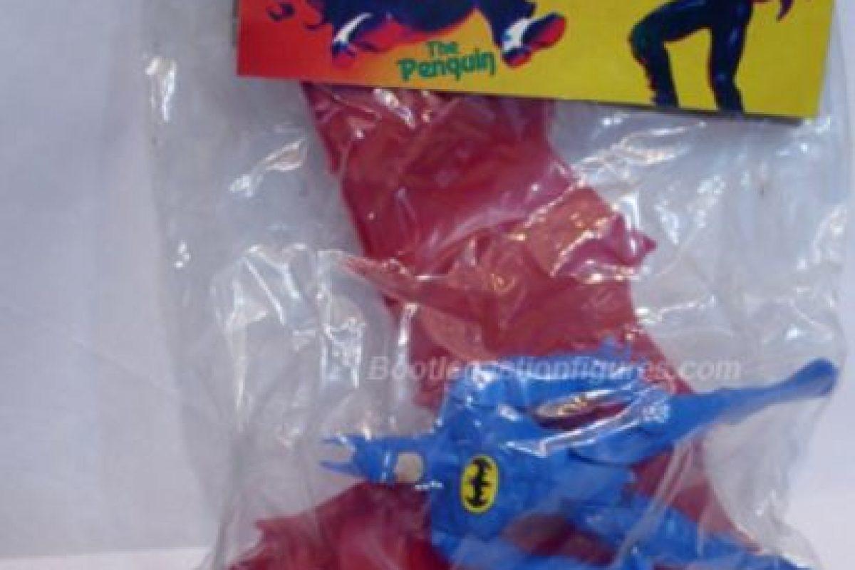 Batman decidió cambiarle el color a sus alas. Foto:Tumblr/Bootleg Toys. Imagen Por: