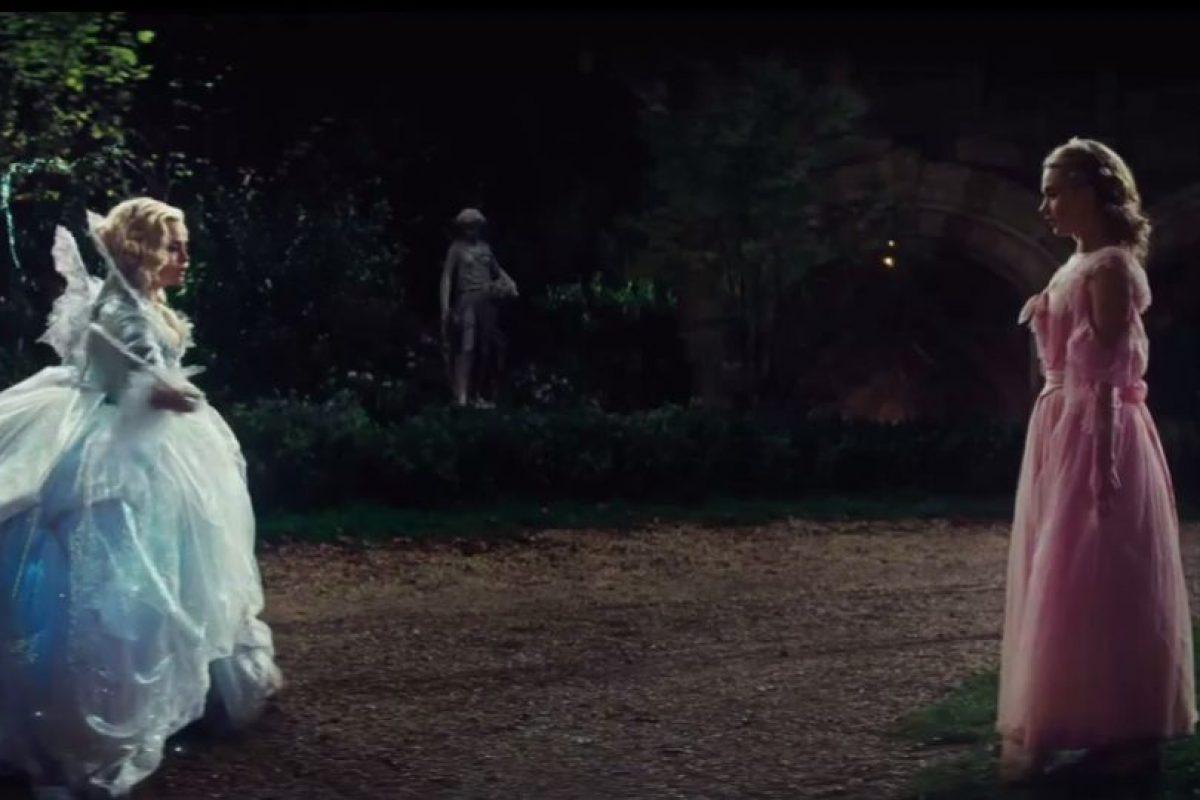 Un día llega una invitación para una gran fiesta en el palacio real que ofrecerá el rey para celebrar el retorno del Príncipe Foto:Disney Movie Trailers. Imagen Por: