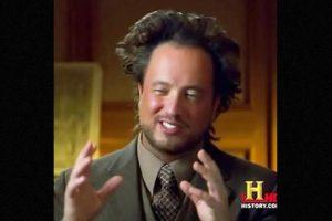 'Aliens'. Este meme es el del típico profesor loco que halla una explicación extraterrestre para todo lo que hay. Foto:MemeGenerator. Imagen Por: