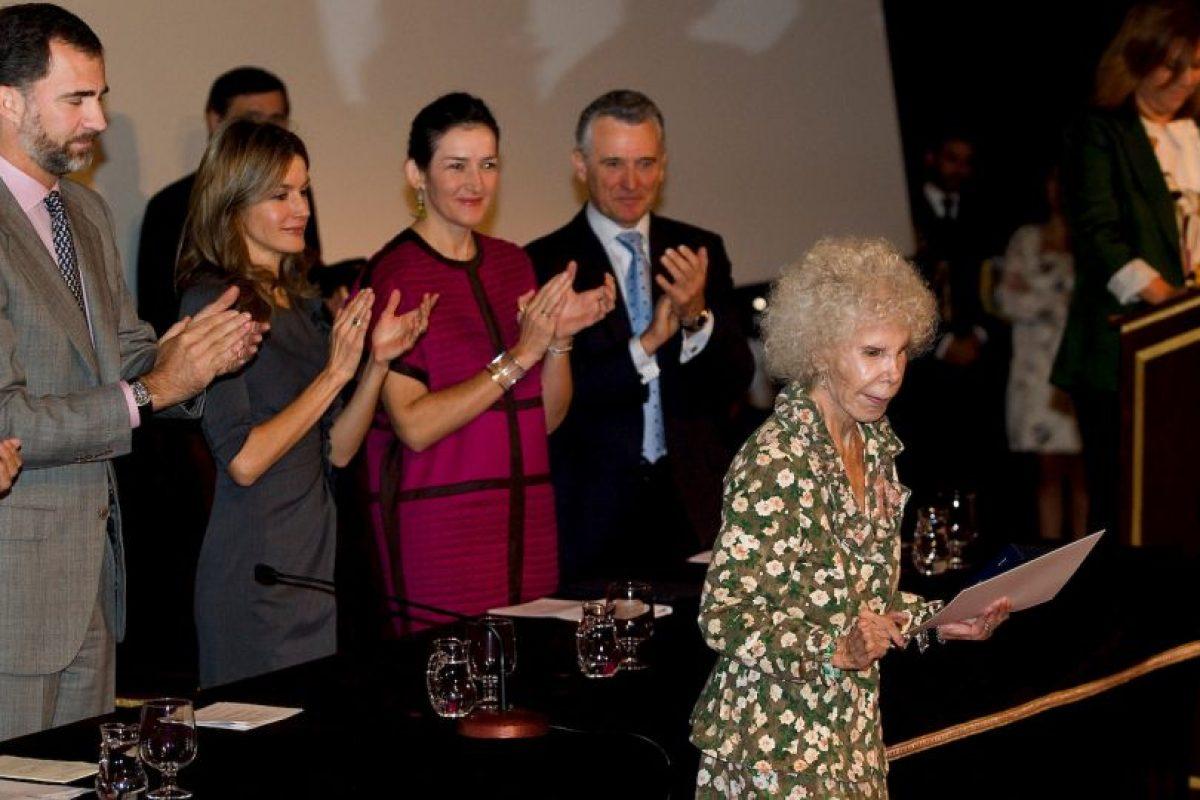 2010: Recibiendo la medalla de las Bellas Artes en 2010, de manos de los entonces Príncipes Felipe y Letizia Foto:Getty Images. Imagen Por: