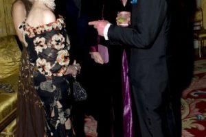 2011: En una gala en Londres, con el Príncipe Carlos de Inglaterra. Foto:Getty Images. Imagen Por: