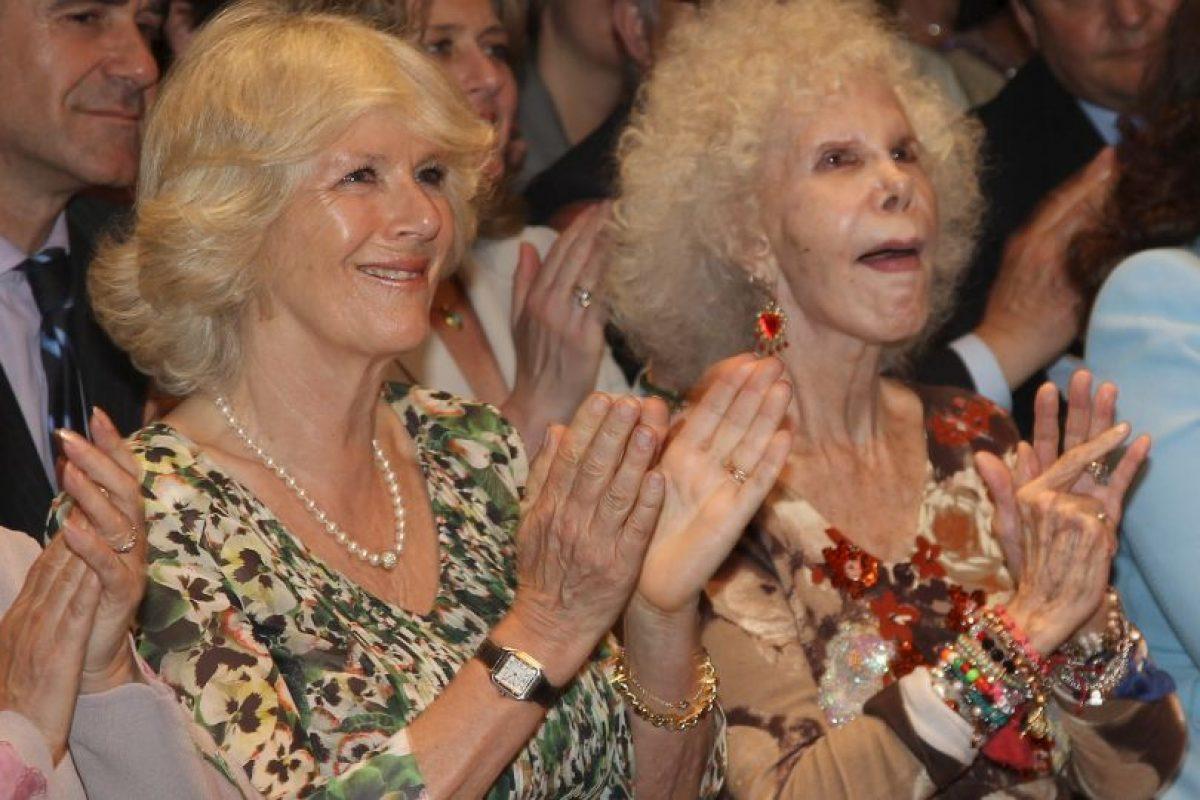 2011: En una exhibición de flamenco, junto a Camila, la Duquesa de Cornwall y esposa del Príncipe Carlos de Inglaterra Foto:Getty Images. Imagen Por: