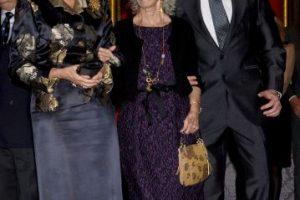 2012: Con la Reina Sofía de España (izquierda) y su tercer esposo Alfonso Diez (derecha) Foto:Getty Images. Imagen Por: