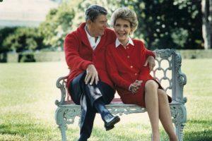 Nancy Reagan se distinguió por proteger a su marido después de un intento de asesinato. Foto:Getty Images. Imagen Por: