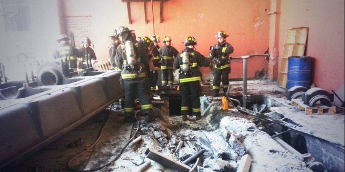 Bomberos controla incendio al interior del canal Mega