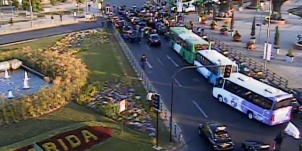 Manifestación de colectivos mantiene bloqueado el eje de Vicuña Mackenna en La Florida y se suma otra en Maipú y La Cisterna