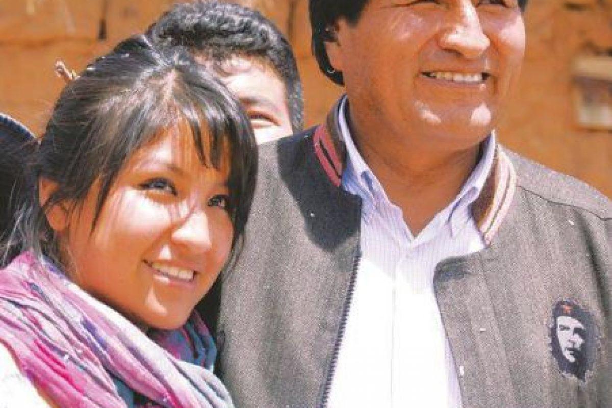 Eva Liz Morales al lado de su padre Evo Morales, Presidente de Bolivia. Foto:Imagen tomada de Facebook. Imagen Por: