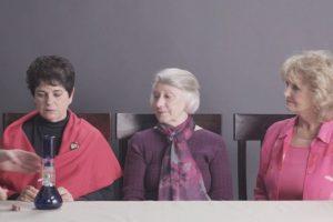 Pusieron a 3 ancianas a probar la marihuana por primera vez. Foto:Cut/Youtube. Imagen Por: