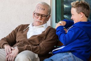 Es un abuelo calavera que hace todo tipo de travesuras con su nieto Foto:MTV. Imagen Por: