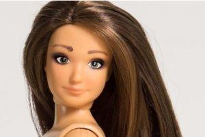 Como a cualquier mujer, la sometió a Photoshop Foto:Lammily. Imagen Por: