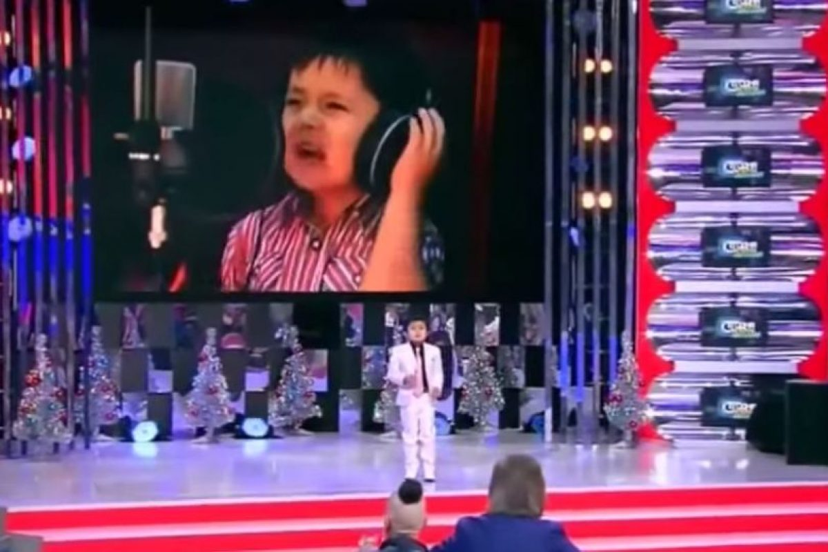 Es originario de Uzbekistán Foto:Youtube No-Racism. Imagen Por: