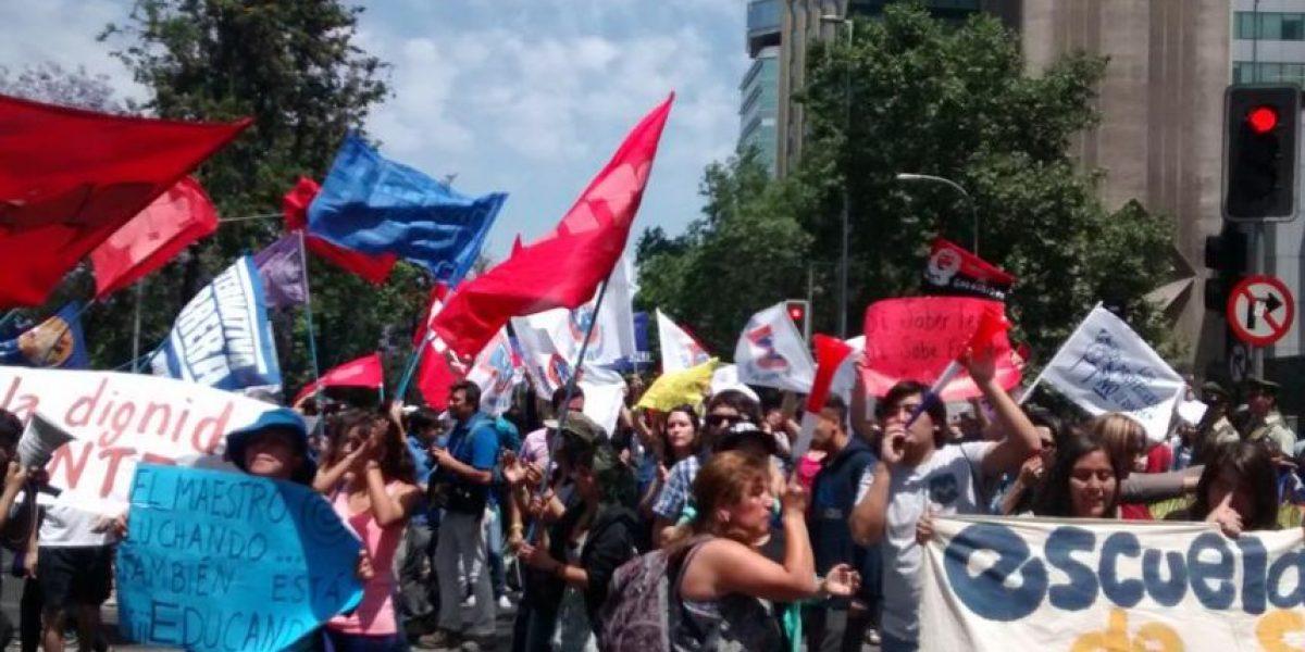 Eyzaguirre se reúne por primera vez con Gajardo mientras profesores disidentes protestan afuera del Mineduc