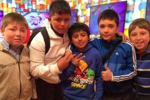 """El """"Tarro"""" junto a sus amigos y el popular """"Zafrada"""" protagonizaron en Canal 13 un encuentro de menores famosos a través de las redes sociales. Foto:Canal 13. Imagen Por:"""