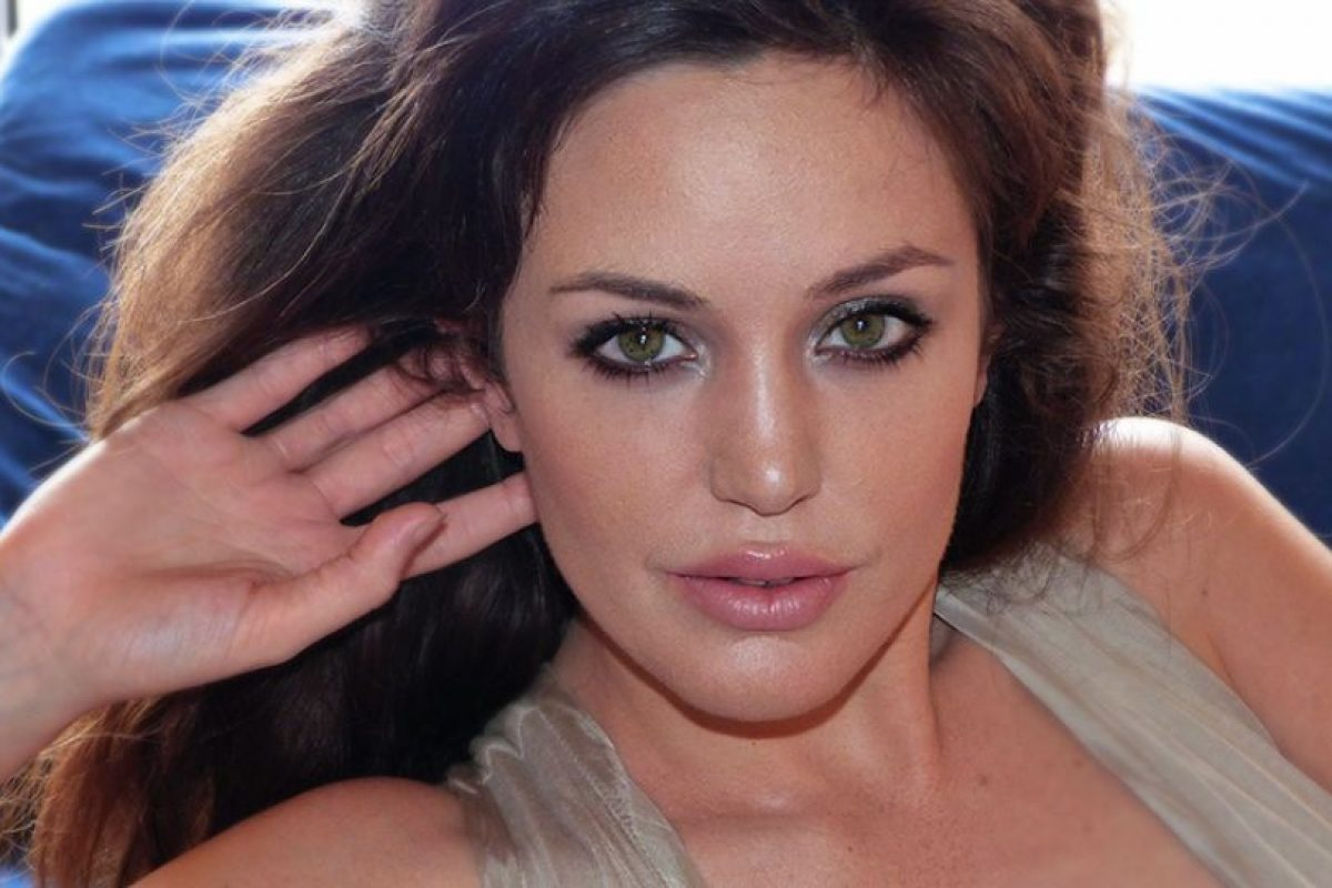 La doble de Angelina Jolie Foto:Facebook/Lina Sands. Imagen Por: