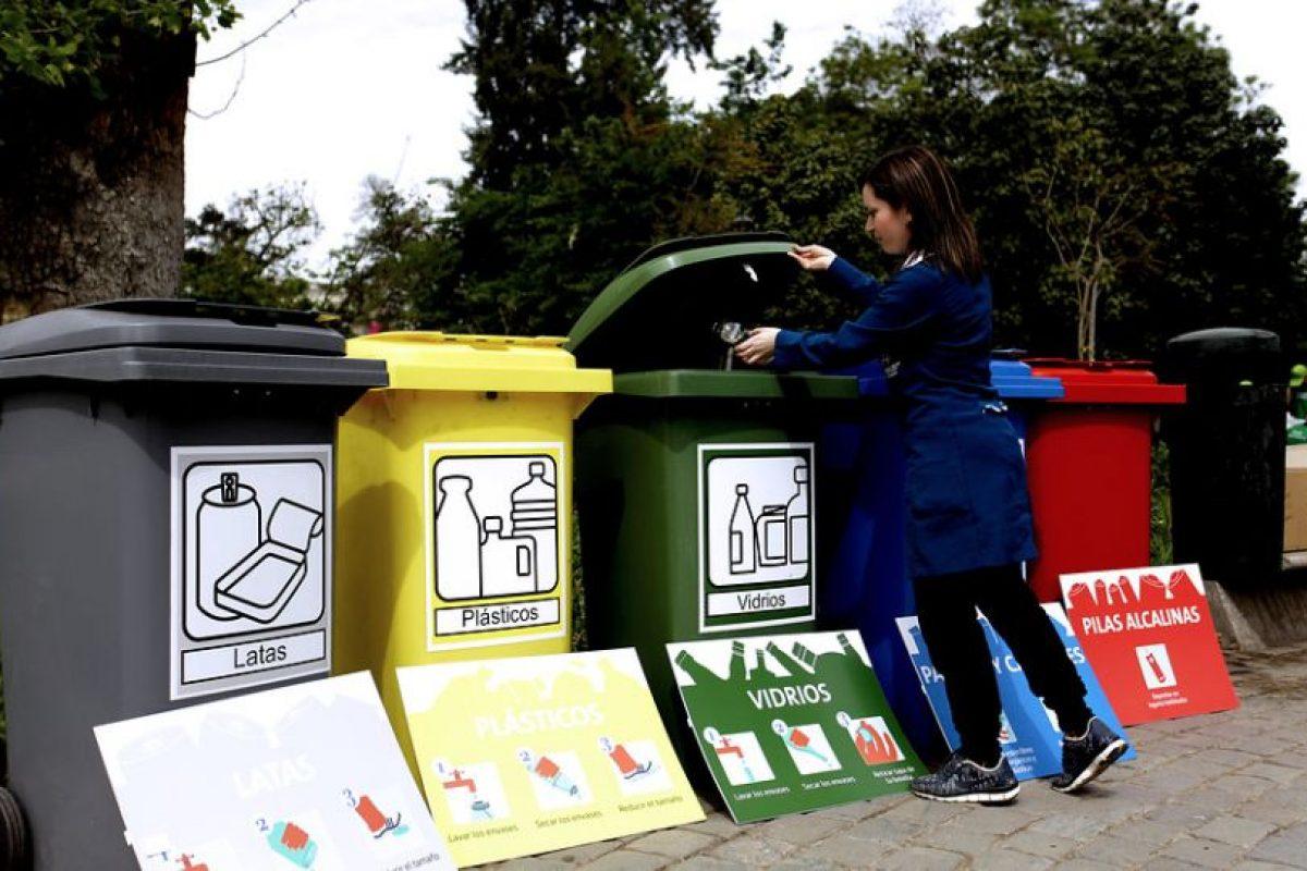 El 33% de los encuestados a nivel nacional por la U. Andrés Bello cree que el mayor problema ambiental es la contaminación del aire, seguido por la eliminación de basura y agotamiento de los recursos naturales. Foto:Agencia UNO. Imagen Por: