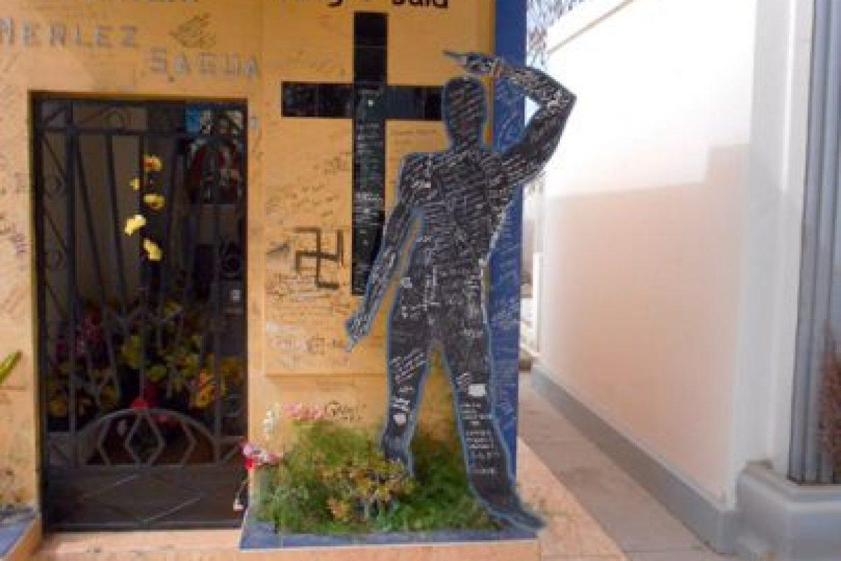 La tumba del Negro Said es un lugar de peregrinaje, al bailarín le hacen solicitudes de carácter juvenil, especialmente relacionadas con el mundo de las artes escénicas y del espectáculo. Foto:Gentileza Animitas Chilenas. Imagen Por: