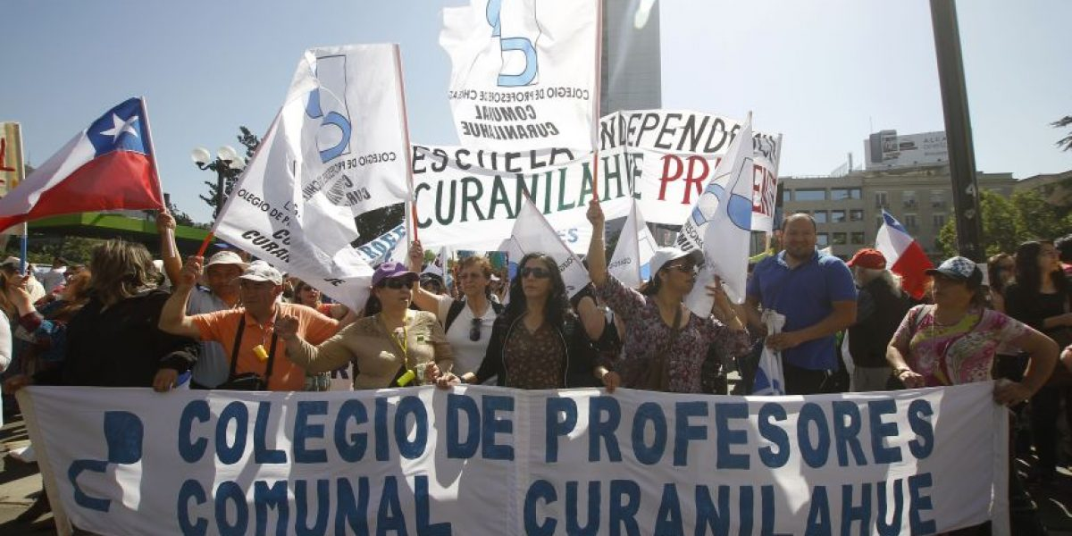 Profesores disidentes marchan por la Alameda en nueva jornada de movilización