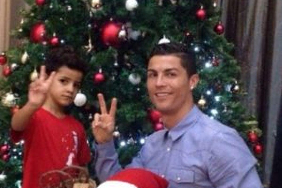 Cristiano Ronaldo y su hijo ya tienen el espíritu navideño. Foto:instagram.com/cristiano. Imagen Por: