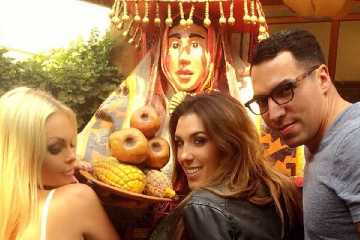 Con sus amigos dando un tour por Santiago de Chile. Foto:instagram.com/sexyjessej. Imagen Por: