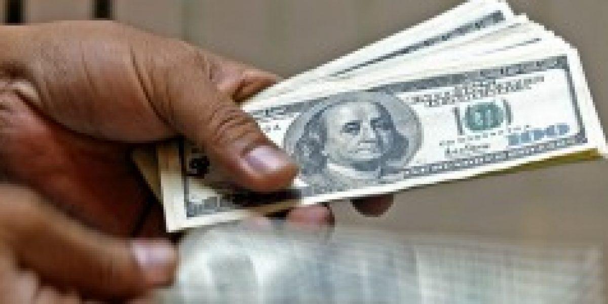 Dólar termina la semana bajo los $595