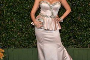 La modelo Mayra Verónica, en un conjunto péplum de satin y bordado brillante Foto:Getty Images. Imagen Por: