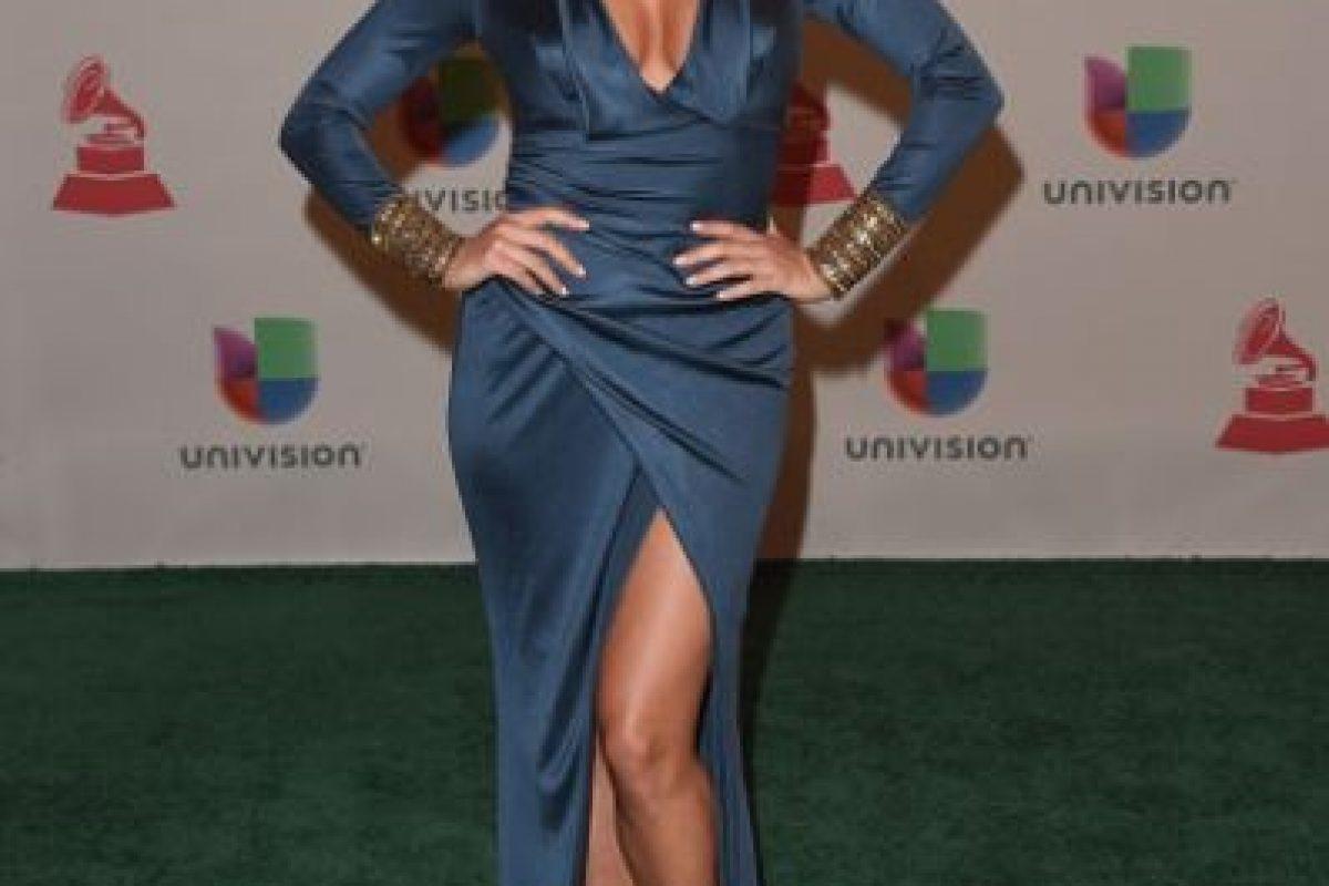 Pamela Silva, de satín oscuro y sandalias doradas Foto:Getty Images. Imagen Por: