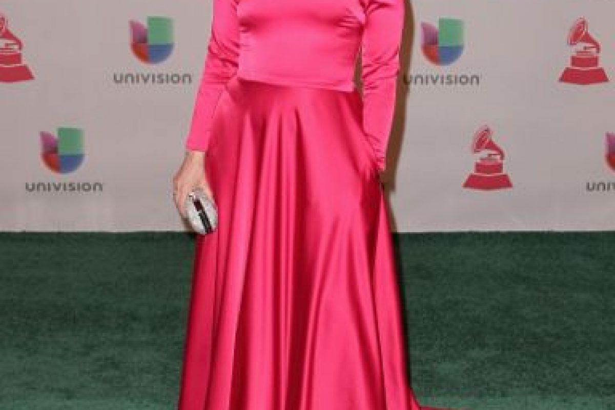 Mónica Navarro trató de dar otra estética a su vestido, pero falla el material, el color y la ejecución Foto:Getty Images. Imagen Por: