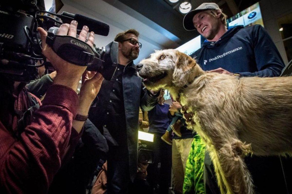 Arthur se encontró con sus nuevos dueños cuando compartieron comida con él Foto:Team Peak Performance/Facebook. Imagen Por: