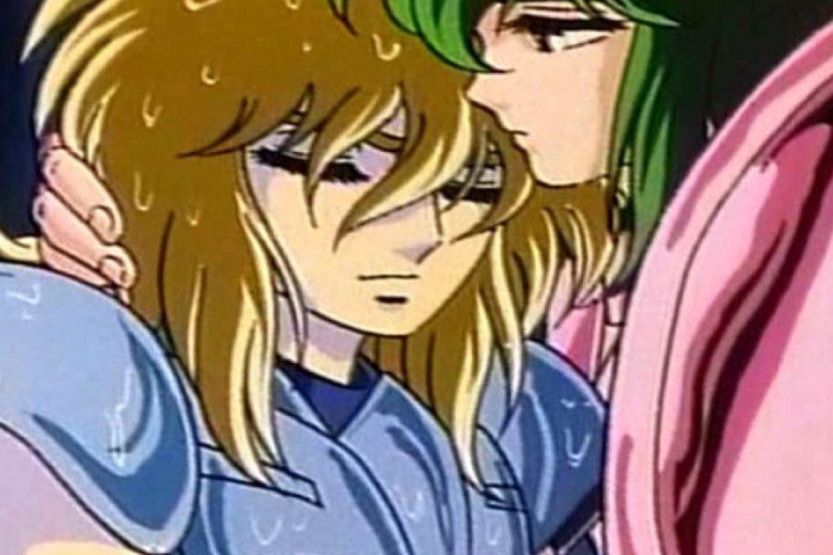 """Shun, por su armadura y debilidad, en particular por esta escena, es considerado """"gay"""" por los televidentes. Foto:Shueisha. Imagen Por:"""