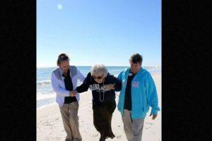 Ruby Holt es una anciana de 100 años que nunca conoció el mar. Foto:Perdido Beach Resort. Imagen Por: