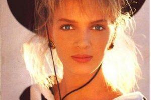 1985, Uma Thurman comenzó su carrera como modelo a los 15 años. Firmó un contrato con Click Models y en 1985 apareció en la portada de la edición británica de Vogue Foto:Vogue. Imagen Por: