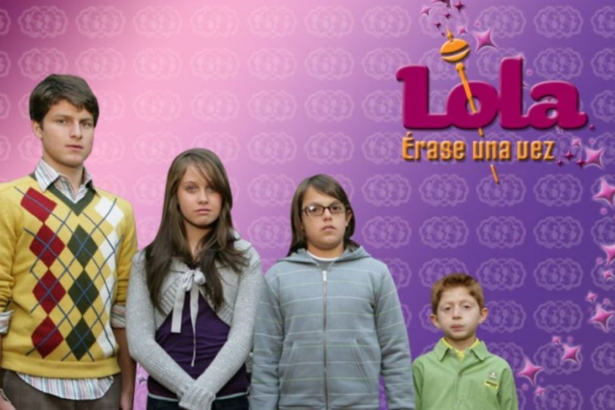 Los editores de Cosmopolitan podían pasar el carácter de Lola y sus vestidos. Foto:Televisa. Imagen Por: