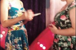 Katy aprovechó la inauguración de su tienda para convivir con los fans Foto:Twitter. Imagen Por: