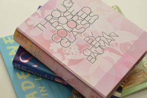 Este adorable librito se llama Through Rose Colored Glasses Foto:SexToys. Imagen Por:
