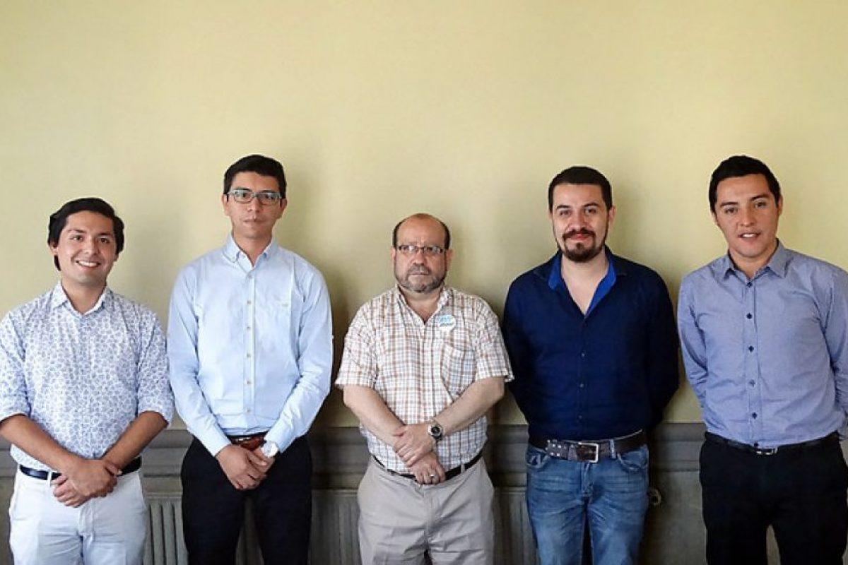 Ronando Jiménez junto a dirigentes del Movilh y al presidente de la Comisión de Diversidad Sexual de RN, Luis Pereira. Foto:Agencia UNO. Imagen Por: