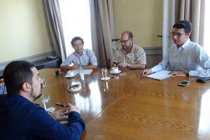 Luis Pereira, presidente de la Comisión para la Diversidad Sexual de RN, en compañía de Rolando Jiménez y dirigentes del Movilh. Foto:Agencia UNO. Imagen Por: