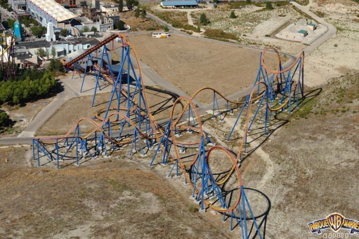 Parque: Parque Warner Madrid. Localización: San Martín de la Vega, Madrid, España. Altura: 50 m. Velocidad: 100 km/h. Longitud: mil 100 m. Caída: 48 m Foto:www.spaincoaster.com. Imagen Por: