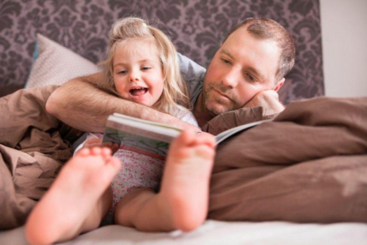 La lectura de un cuento es una actividad que todos hemos realizado alguna vez, pero lamentablemente no todos saben aprovecharla como una herramienta terapéutica. Foto:Getty Images. Imagen Por: